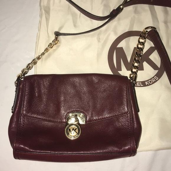 Michael Kors Handbags - Michael kors shoulder/cross body purse 🍷✨